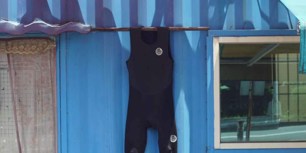 How to dry out a wetsuit